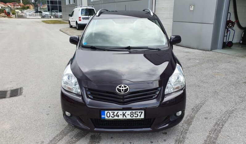 Toyota Verso 1.6i full